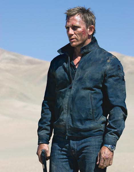 007 in the heat of the Bolivian desert with its Seamaster Planet Ocean 600M