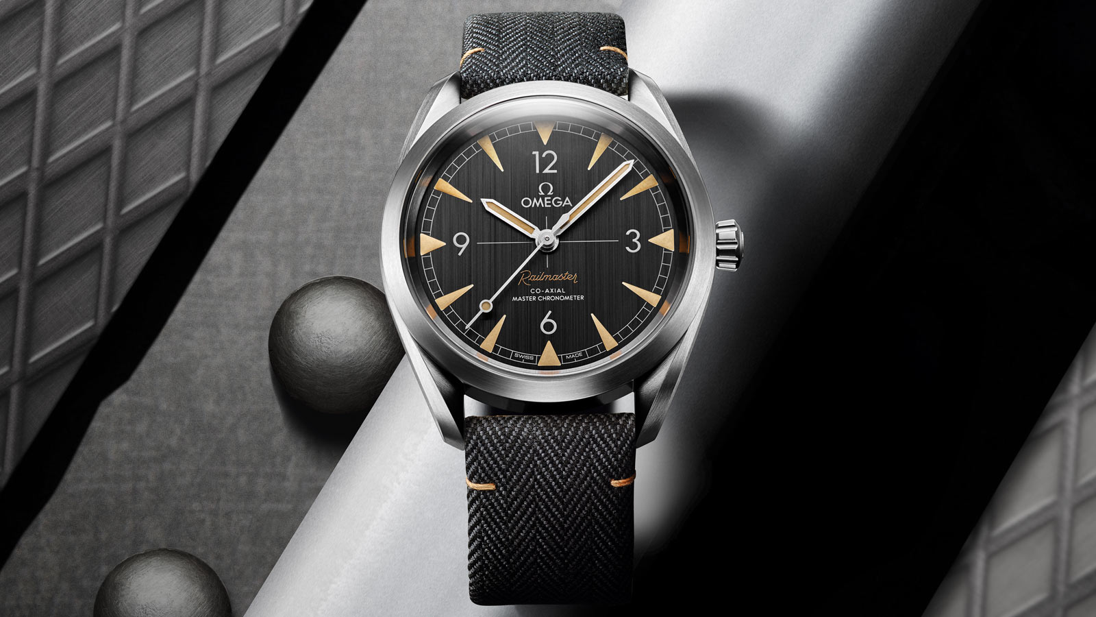 Seamaster Railmaster Railmaster Omega Co‑Axial Master Chronometer 40 mm - 220.12.40.20.01.001 - View 1