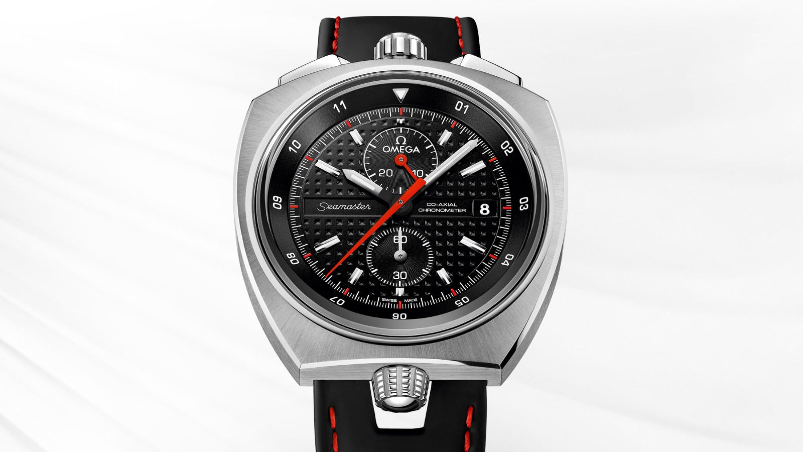 The Seamaster Bullhead is unique thanks to its asymmetrical style. Its case is made of stainless steel, the strap is made of black leather with red stitching, the dial is black with a Clous de Paris pattern.