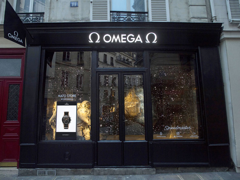Presley Gerber wearing an Omega watch with a black Nato strap in front of the Pop-Up Boutique in Paris