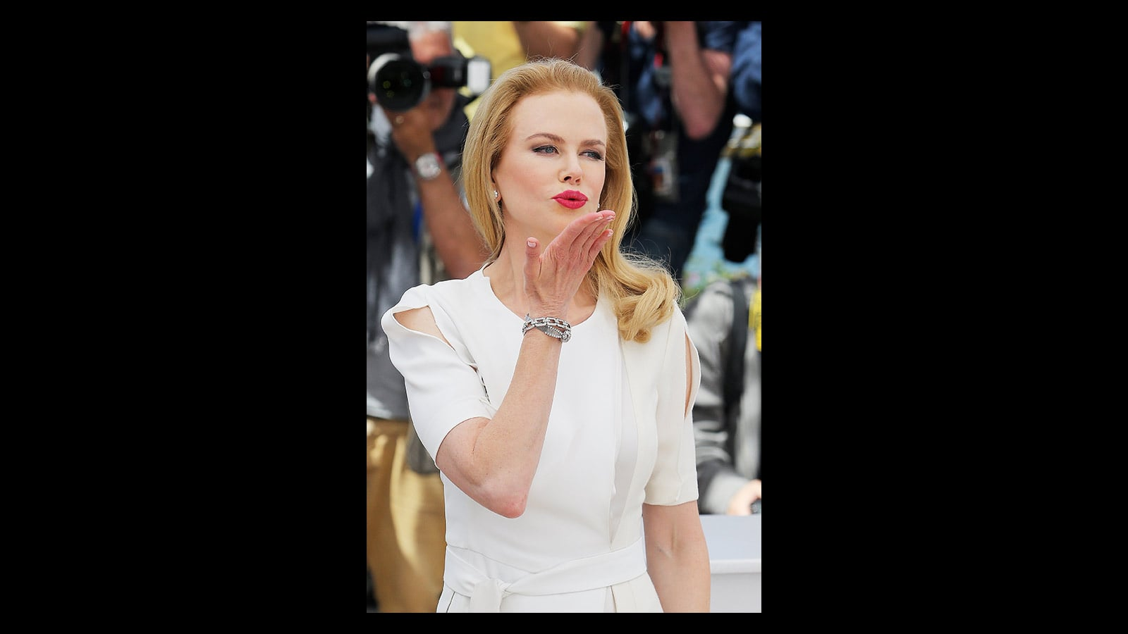 Picture of Nicole Kidman in white outfit sending a kiss