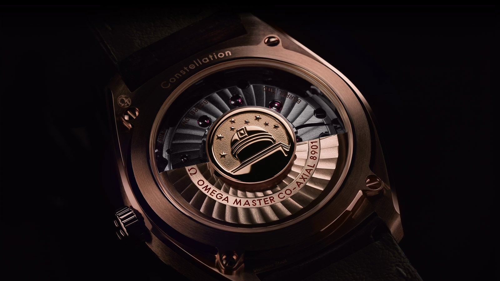 The transparent caseback of the Globemaster watches lets you see the automatic movement inside