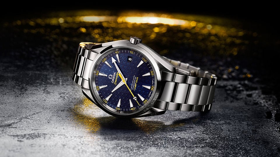 Focus on the Omega Seamaster  +15 007 Gauss watch with its steel bracelet and its deep blue face