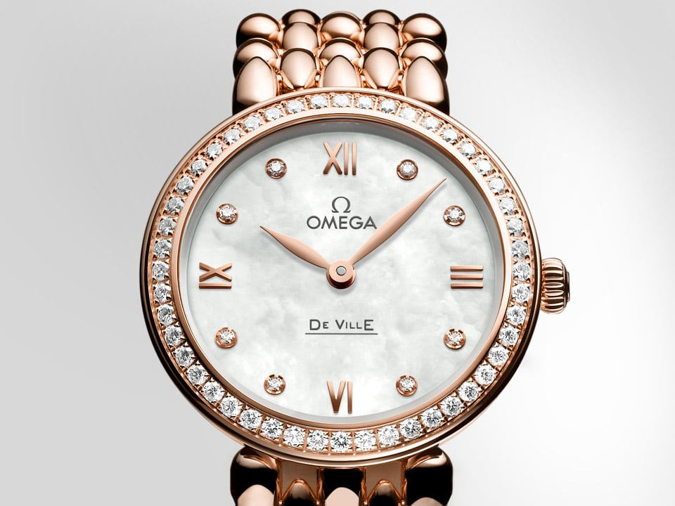 Elegant Dewdrop watch  in rose gold with a diamond encrusted case
