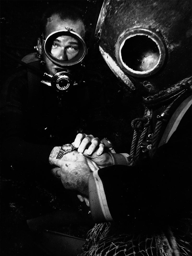 2 men testing the Omega professional divers' watch