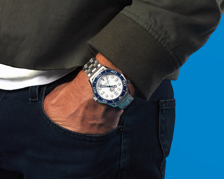 Close up wrist Michael Phelps with his OMEGA Seamaster Diver 300m Tokyo 2020